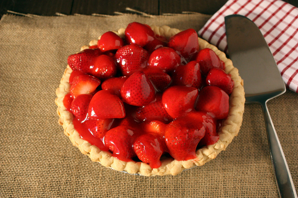 Easy Fresh Strawberry Pie - Beautiful fresh strawberries, jello, and a refrigerated pie crust make an easy delicious pie!