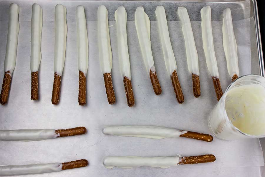 Chocolate Covered Pretzel Rods - Super easy and fun treat to make and gift during the holidays. Beautiful, edible, salty-sweet treats everyone loves!