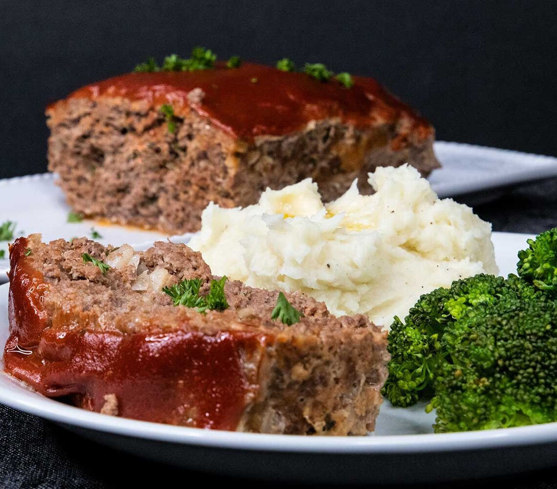 Meatloaf with mashed potatoes and broccoli